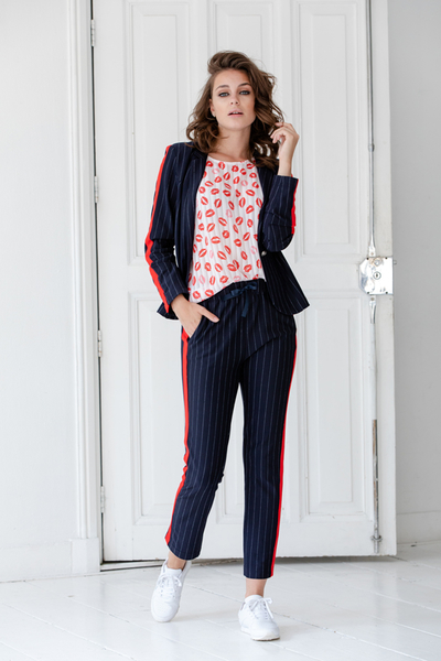 Pants 91112, Blazer 95042, Top 93146